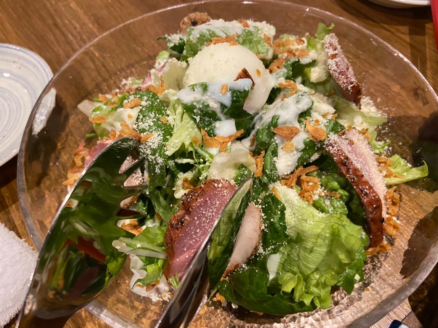 合鴨パストラミの温玉シーザーサラダ